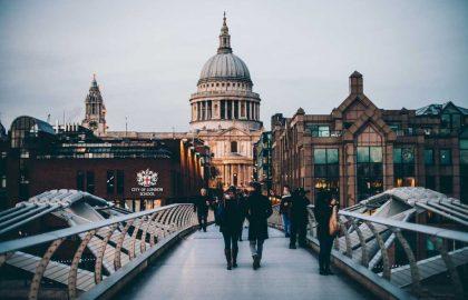 צריכים מדריך טיולים בלונדון שדובר עברית ?